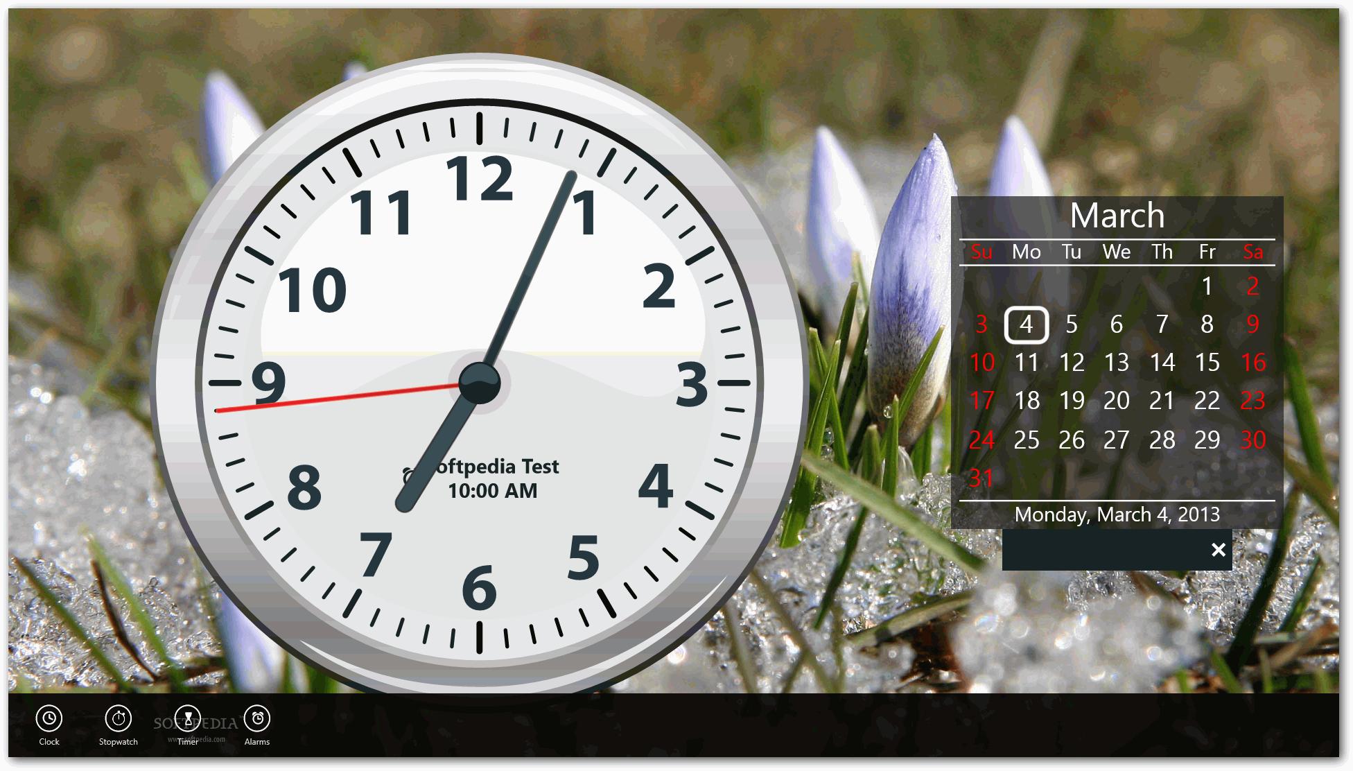 Классический часы с латинским циферблатом оформленные в лазурной цветовой гамме.